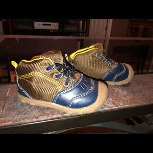 Carters Sneaker Boots Size 5c